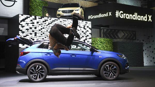 Opel Grandland X na autosalonu ve Frankfurtu nad Mohanem - Sputnik Česká republika