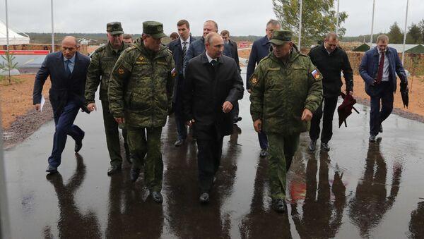 Putin přijel do Leningradské oblasti na cvičení Západ 2017 - Sputnik Česká republika