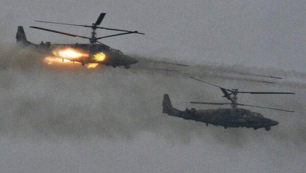Vrtulníky Ka-52 Alligator během vojenského cvičení ruských a běloruských ozbrojených sil v Leningradské oblasti Západ 2017 (ilustrační foto) - Sputnik Česká republika