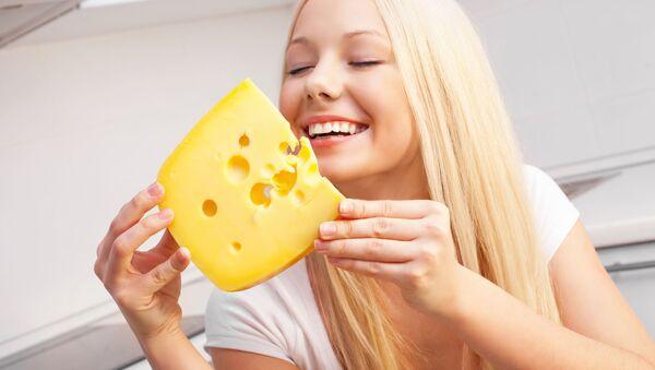 Dívka s kouskem sýru - Sputnik Česká republika