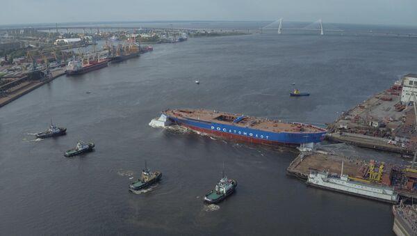 Sibiř pluje do Arktidy: na vodu spustili nejmohutnější ledoborec na světě - Sputnik Česká republika