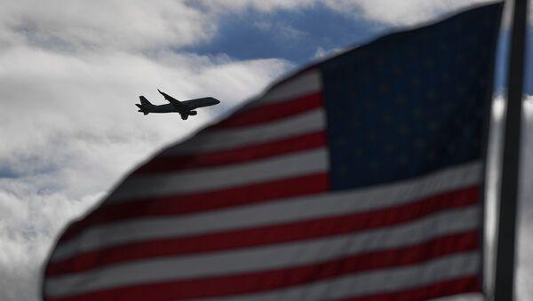 Letadlo v nebi nad USA - Sputnik Česká republika