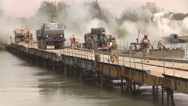 Spojili břehy: ruští vojáci postavili most přes Eufrat - Sputnik Česká republika