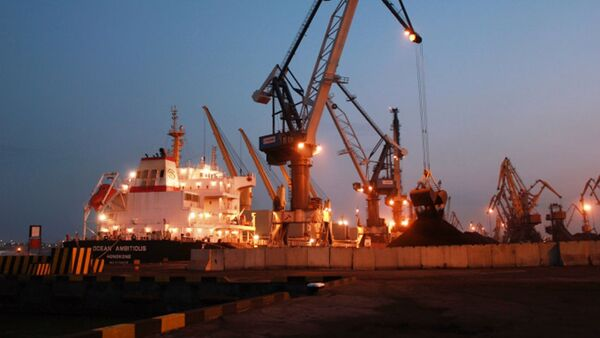 Loď Ocean Ambitious s americkým uhlím v oděském přístavu - Sputnik Česká republika
