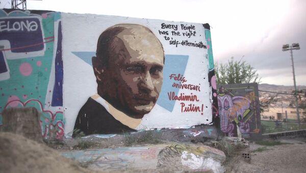 V Evropě namalovali graffiti na počest Putinových narozenin. Video - Sputnik Česká republika