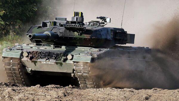 Tank Leopard 2 na polygonu u Hannoveru - Sputnik Česká republika