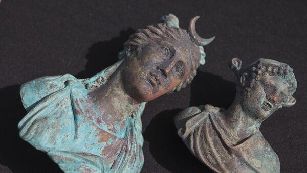 Bronzové modely antických bohů nalezené izraelskými potápěči ve Středozemním moři - Sputnik Česká republika