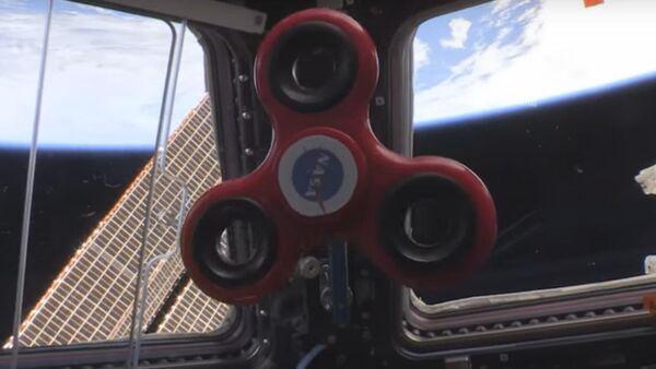 Astronauti na MKS ukázali triky se spinnerem - Sputnik Česká republika