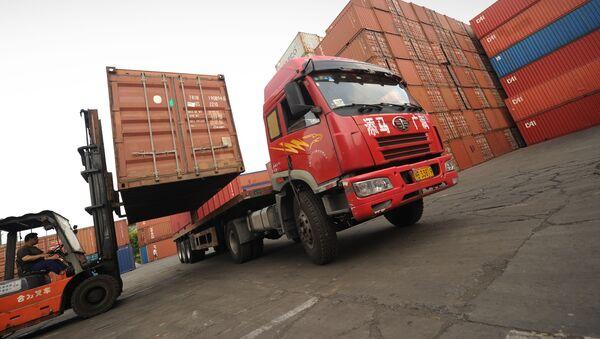 Kamion v Šanghaji - Sputnik Česká republika