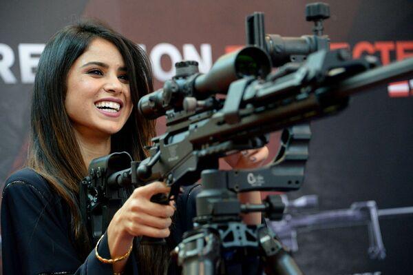 Ozbrojené dívky: hezké a nebezpečné - Sputnik Česká republika
