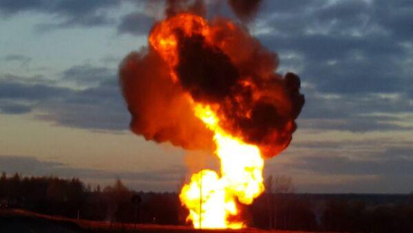 Plamen vysoký 20 metrů. V okolí Moskvy se protrhl plynovod. Video - Sputnik Česká republika