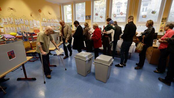 Lidé hlasují na parlamentních volbách v Praze - Sputnik Česká republika