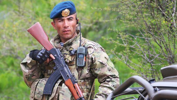 Voják z Tádžikistánu - Sputnik Česká republika