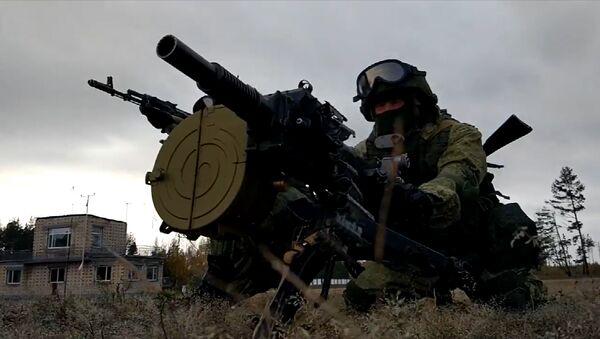 Cvičení ruského specnazu s průbojnou puškou. Video - Sputnik Česká republika