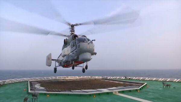 Na ledoborci Ilja Muromec trénovali start a přistání vrtulníků - Sputnik Česká republika