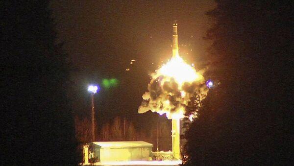 Start balistické rakety z kosmodromu Pleseck - Sputnik Česká republika