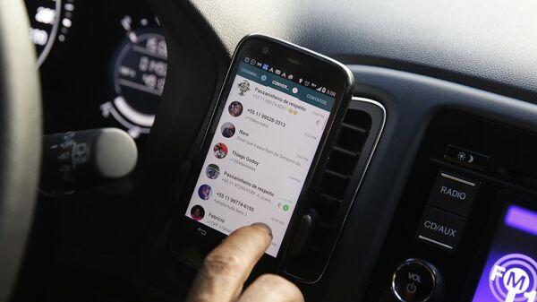 Aplikace WhatsApp na ploše mobilu - Sputnik Česká republika