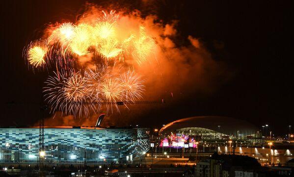 Slavnostní ohňostroj při ukončení 19. světového festivalu mládeže a studenstva v Soči - Sputnik Česká republika