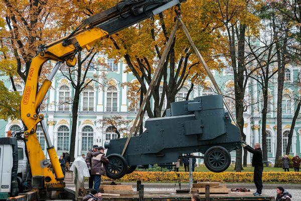 Obrněné vozidlo Nepřítel kapitálu v Zimním paláci v Petrohradu - Sputnik Česká republika