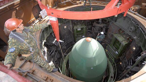 Raketa RS-20 před startem - Sputnik Česká republika