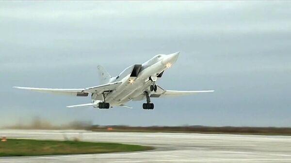 Bombardér Tu-22M3 na základně Hmeimim - Sputnik Česká republika