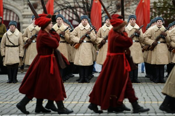 Pochod na počest 76. výročí vojenské přehlídky roku 1941 - Sputnik Česká republika