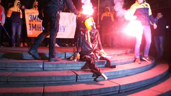 Výročí revoluce v ukrajinském stylu aneb proč spálili strašáka Lenina v Kyjevě. Video - Sputnik Česká republika