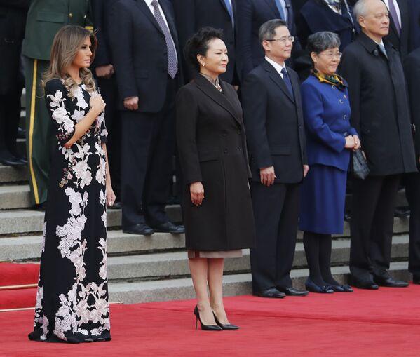 První dáma USA s manželkou Si Ťin pchinga Pcheng Li-jüan. - Sputnik Česká republika