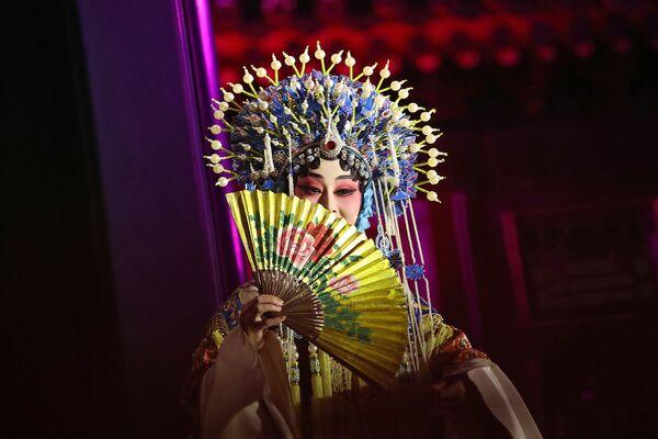 Vystoupení tradiční Čínské opery na počest návštěvy Donalda Trumpa. - Sputnik Česká republika