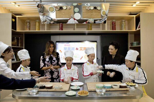 První dámy USA a Číny na hodině vaření. - Sputnik Česká republika