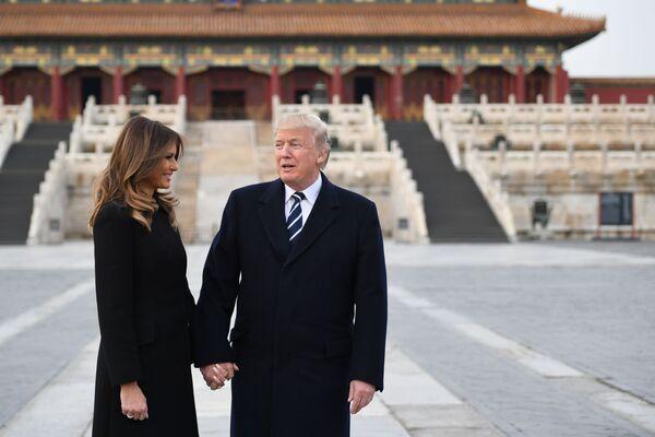 Americký prezidentský pár během návštěvy Zakázaného města. - Sputnik Česká republika