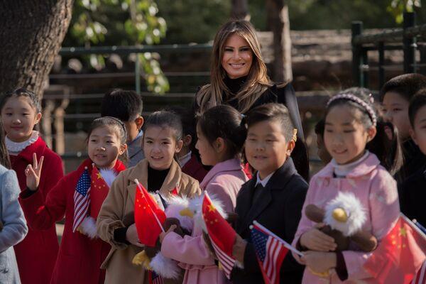 První dáma USA s dětmi během návštěvy zoo. - Sputnik Česká republika