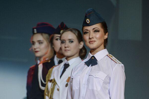 Krása a čest: v Petrohradu vybrali nejhezčí dívku v uniformě - Sputnik Česká republika