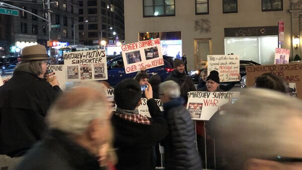V New Yorku před koncertem Mariinského divadla proběhla protestní akce - Sputnik Česká republika