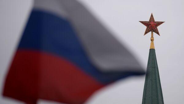Ruská vlajka a Kreml - Sputnik Česká republika