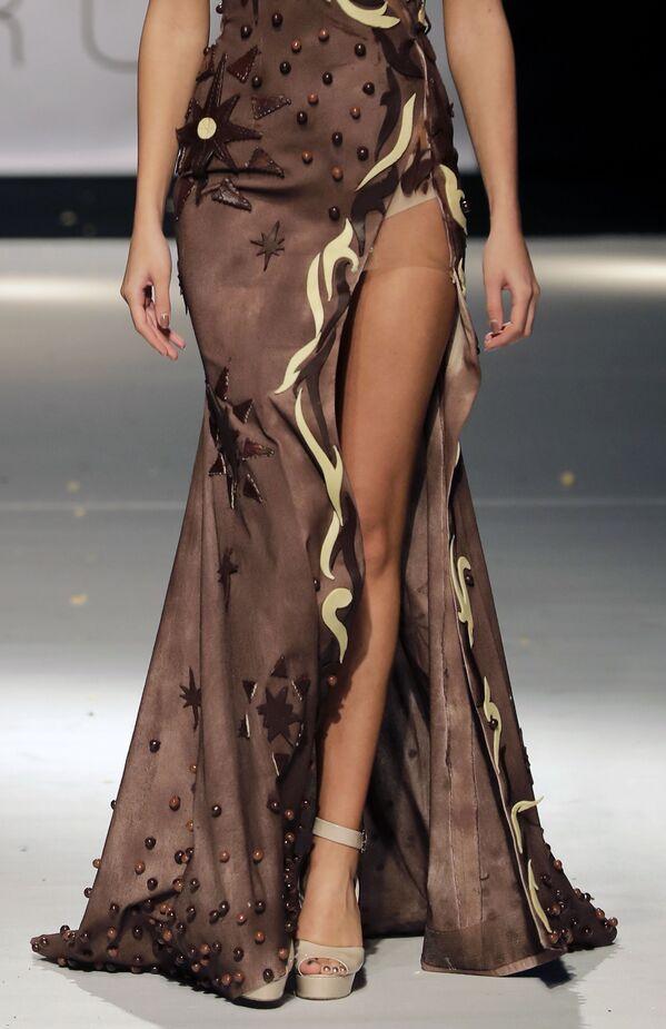 Tmavé pokušení: čokoládové oblečení na festivalu v Bejrútu - Sputnik Česká republika