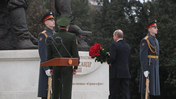 Ruský prezident Vladimir Putin odhaluje pomník ruskému caru Alexandrovi III. - Sputnik Česká republika