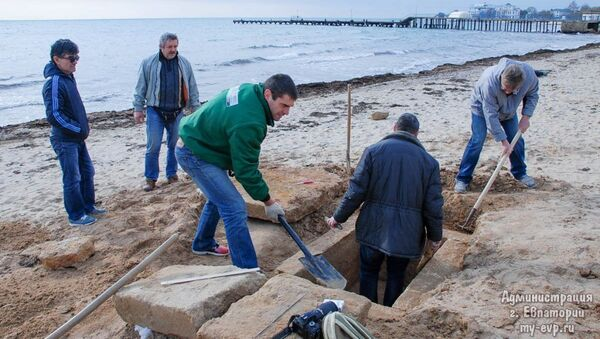 V Jevpatorii objevili na jedné z pláží starořecký hrob - Sputnik Česká republika