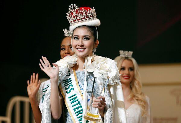 Vítězka soutěže krásy Miss International 2017 v Tokiu Kevin Lilliana z Indonésie - Sputnik Česká republika