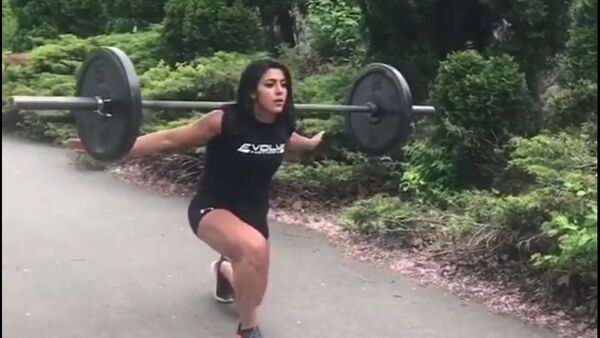 Bohyně fitnessu: sportovkyně ukazuje svoje úžasné tvary - Sputnik Česká republika