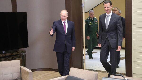 Ruský prezident Vladimir Putin s Bašárem Asadem v Soči - Sputnik Česká republika