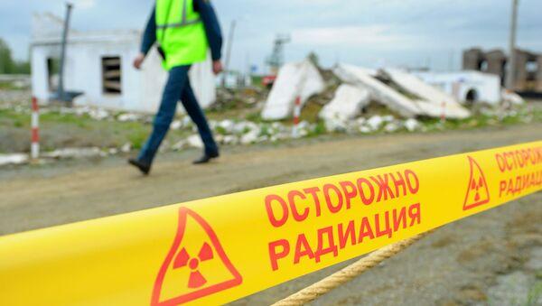 Cvičení záchranářů, znak radioaktivního nebezpečí - Sputnik Česká republika