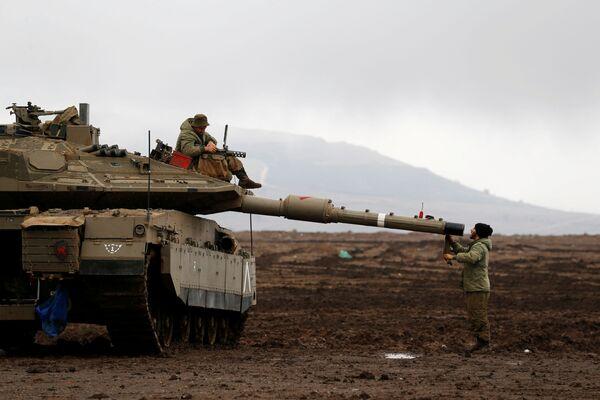 Izraelští vojáci na Izraelem okupovaných Golanských výšinách - Sputnik Česká republika