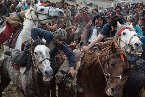 Účastníci národní hry Buzkaši v Afghánistánu - Sputnik Česká republika