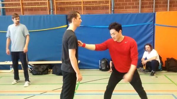 Mistr bojových umění a instruktor DK Yoo - Sputnik Česká republika