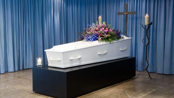 Hrobka s květinami. Ilustrační foto - Sputnik Česká republika