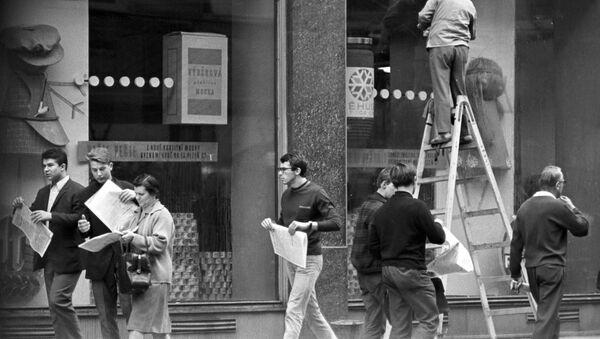 На улицах Праги, 1968 год  - Sputnik Česká republika