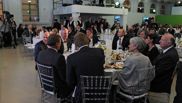 Prezident Putin na jubileu televizni stanice RT vedle Flynna - Sputnik Česká republika