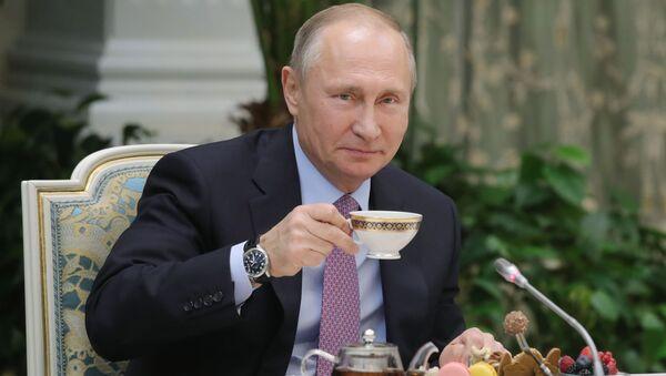 Prezident RF Vladimir Putin na schůzce s vítězi všeruské soutěže Rodina roku - Sputnik Česká republika