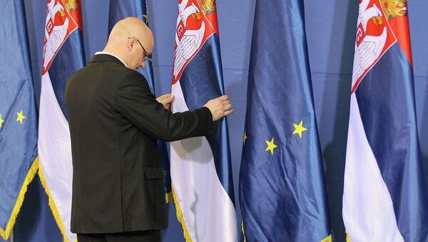 Vlajky Srbska a EU - Sputnik Česká republika